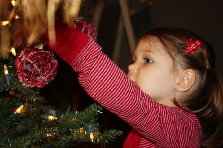 diy-yarn-ball-ornament-tutorial