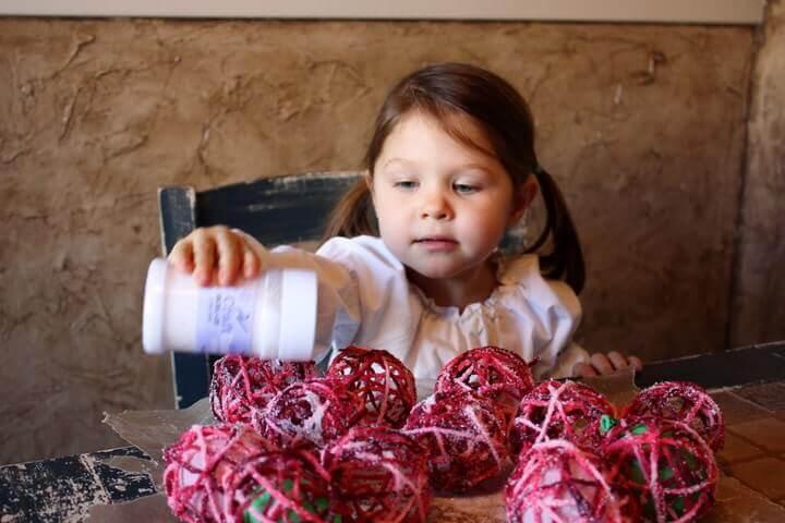 diy-yarn-balloon-ornaments