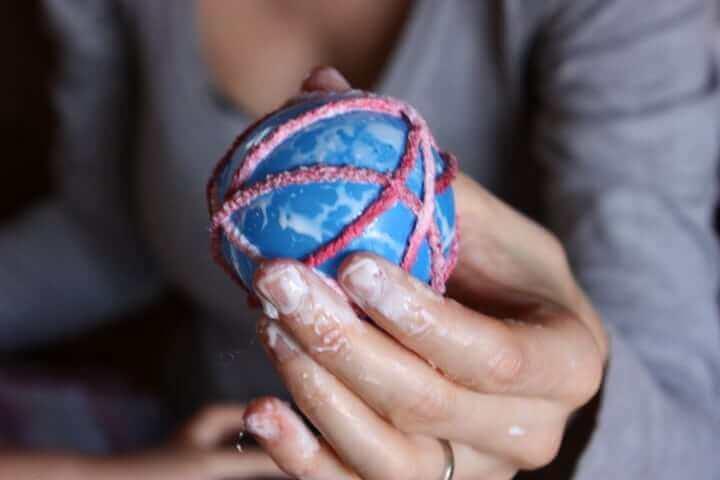 homemade-yarn-ball-ornament