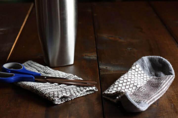 trimming-sock-for-coffee-mug-cozy-tutorial