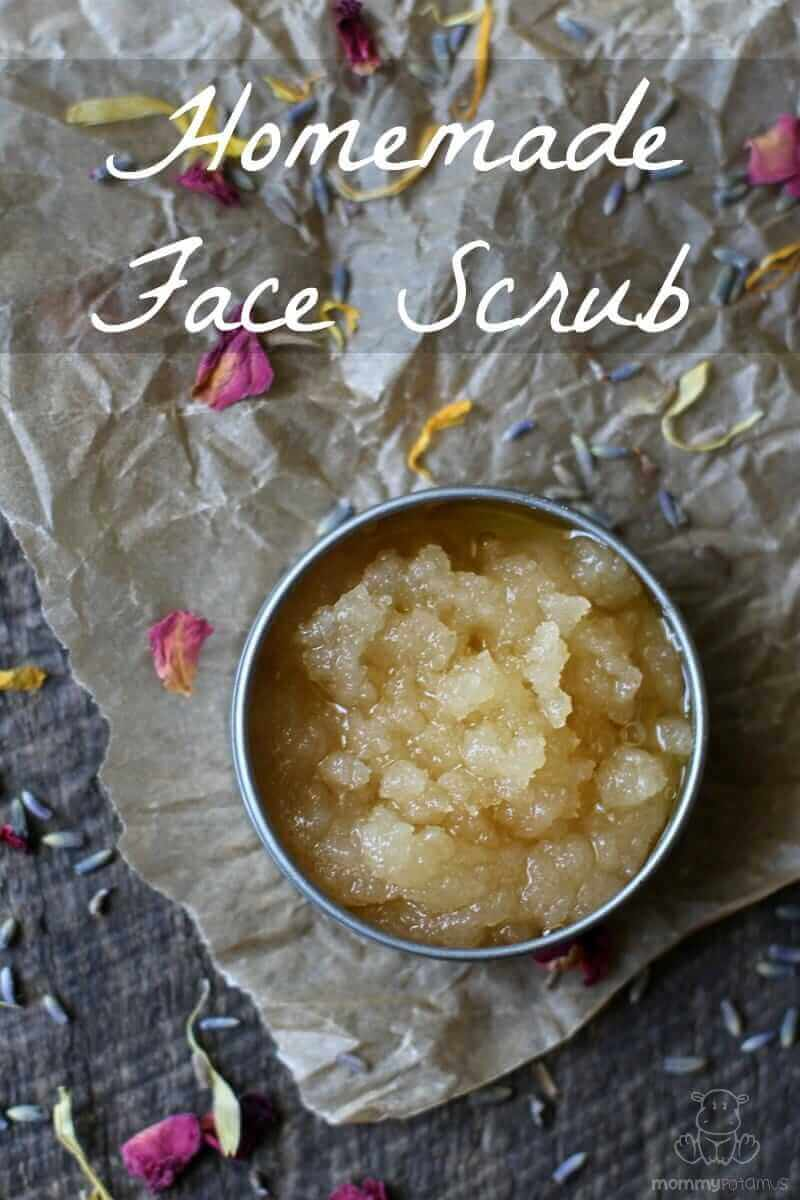 This exfoliating face scrub nourishes skin with a blend of antioxidants that neutralize damaging free radicals, acids that gently dissolve old, dead skin, and minerals which support the body's natural lipid barrier.