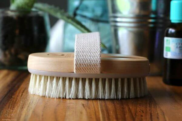 5 Benefits of Dry Brushing (And How To Do It)